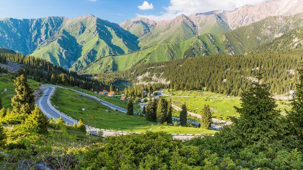 Дорога возле Большого Алматинского ущелья. Казахстан