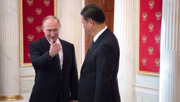 Президент РФ Владимир Путин и председатель Китайской Народной Республики Си Цзиньпин во время встречи в Кремле. 3 июля 2017