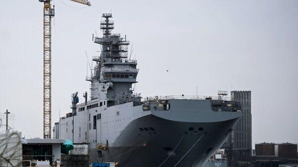 Десантный вертолетоносный корабль-док Мистраль