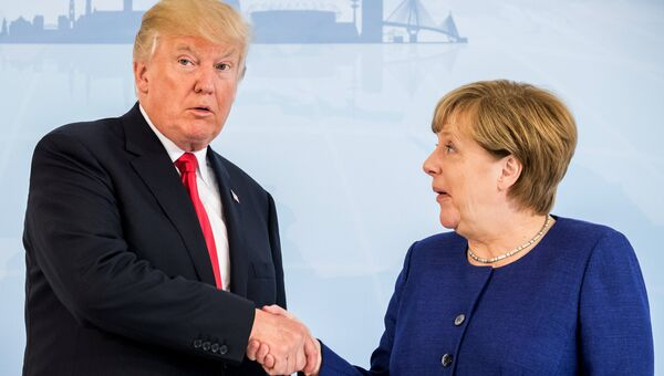 Президент США Дональд Трамп во время встречи с канцлером Германии Ангелой Меркель накануне саммита G20 в Гамбурге