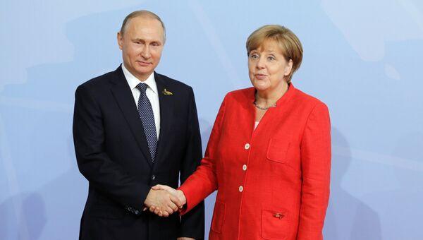 Президент РФ Владимир Путин и канцлер Германии Ангела Меркель. Архивное фото