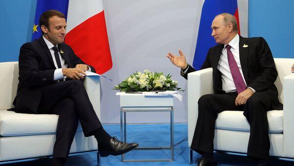 Владимир Путин и Эммануэль Макрон. Архивное фото