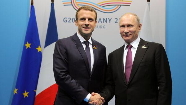Президент РФ Владимир Путин и президент Франции Эммануэль Макрон. Архвиное фото