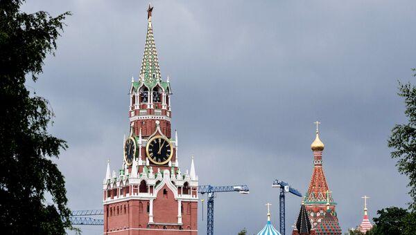 Вид на Спасскую башню Московского Кремля. Архивное фото