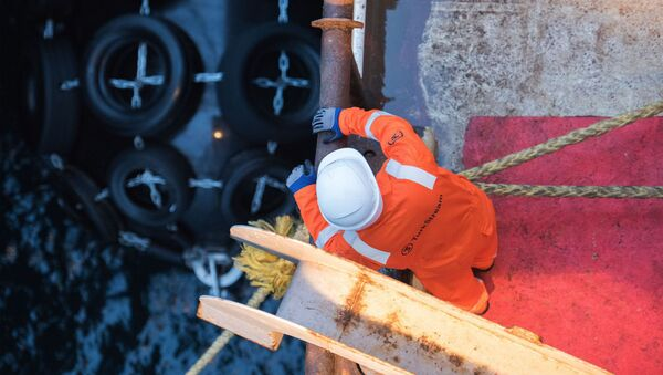 Погрузка труб для строительства морского газопровода Турецкий поток. Архивное фото