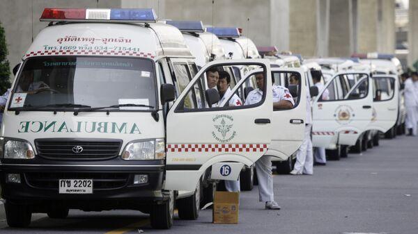 Ряд машин скорой помощи в Бангкоке, Таиланд