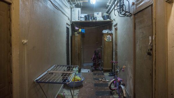 В коридоре коммунальной квартиры в Москве