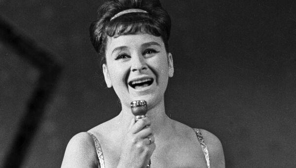 Исполнительница эстрадных песен Тамара Миансарова. Архивное фото