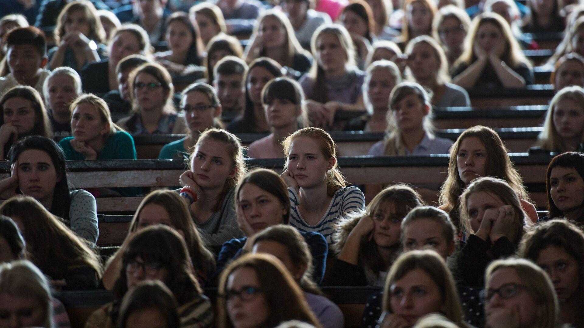 Студенты Московского Государственного педагогического университета во время занятий - РИА Новости, 1920, 02.09.2021