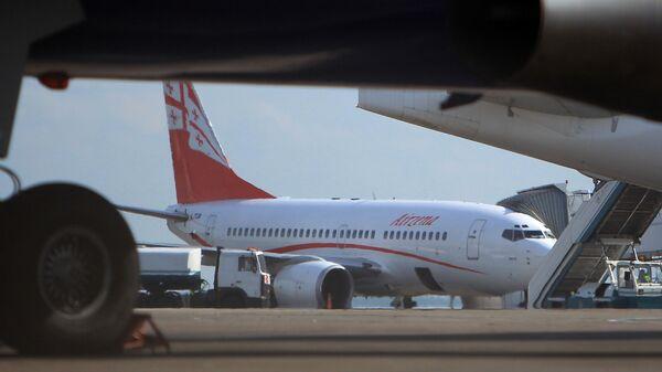 Самолет частной грузинской авиакомпании Airzena - Georgian Airways. Архивное фото