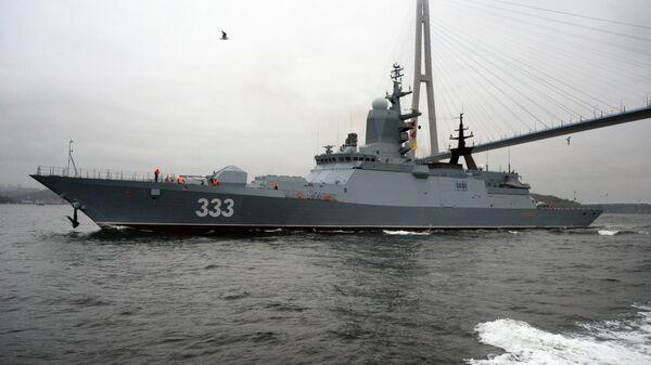 Корвет проекта 20380 Совершенный в акватории Владивостока