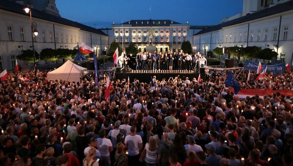 Массовая акция протеста против судебной реформы в столице Польши Варшаве