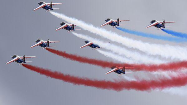 Французская пилотажная группа Патруль де Франс во время выступления на МАКС-2009 в Жуковском