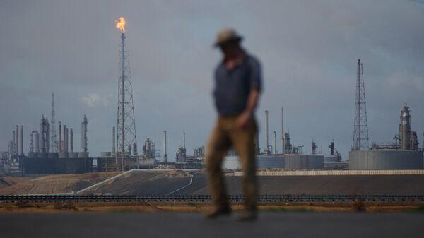 Нефтеперерабатывающий комплекс Амуай в Пунто Фиджо, принадлежащий венесуэльской государственной нефтяной компании PDVSA