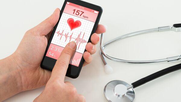 Мобильное приложение на экране смартфона