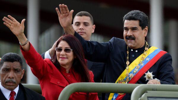 Силия Флорес, жена президента Венесуэлы, и президент Венесуэлы Николас Мадуро в Каракасе. 5 июля 2017