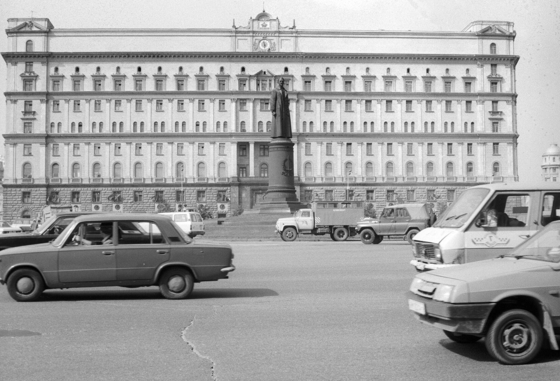 Памятник Ф. Э. Дзержинскому у здания КГБ СССР - РИА Новости, 1920, 18.12.2020
