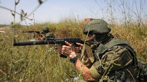 Российские и пакистанские военные преодолели огненную полосу на учениях