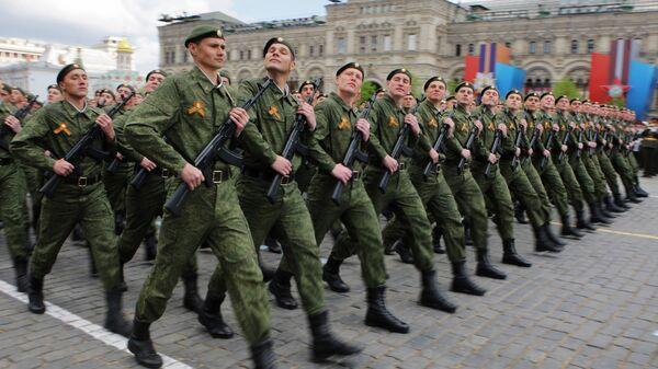 Парадный расчет Сухопутных войск вооруженных сил РФ