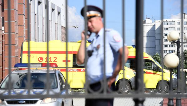 Сотрудник полиции у здания Московского областного суда, в котором произошла перестрелка. Архивное фото
