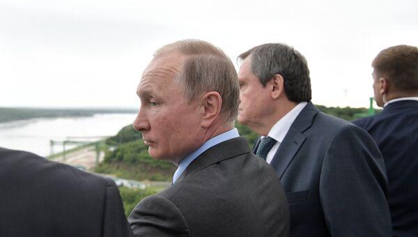 Президент РФ Владимир Путин во время осмотра Нижне-Бурейской ГЭС. 3 августа 2017