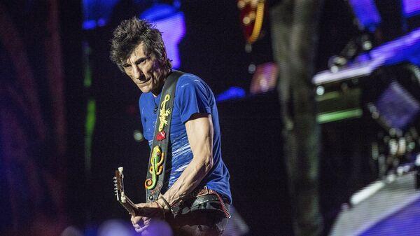 Ронни Вуд из The Rolling Stones выступает в Гаване, Куба. 2016