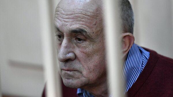 Бывший глава Удмуртии Александр Соловьев в Басманном суде во время рассмотрения ходатайства следствия об изменении меры пресечения. Архивное фото