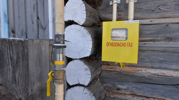 Газовая труба, подключенная к жилому дому