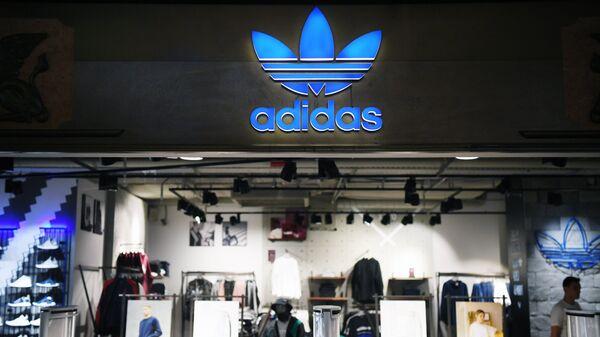 Один из магазинов спортивной одежды и обуви Adidas