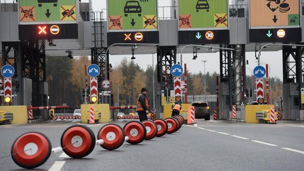 Въезд на платную дорогу в объезд города Одинцово в Московской области. Архивное фото