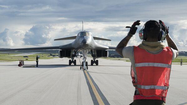 Стратегический бомбардировщик B-1B Lancer на базе ВВС США на Гуаме