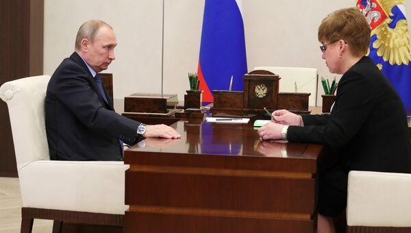 Президент РФ Владимир Путин и губернатор Забайкальского края Наталья Жданова. 11 августа 2017