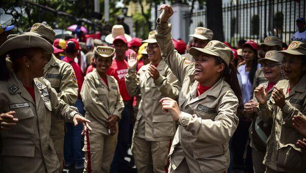 Митинг в поддержку президента Венесуэлы Николаса Мадуро и против президента США Дональда Трампа в Каракасе. Август 2017