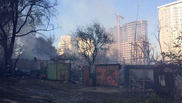 Пожар на территории жилого сектора в Ростове-на-Дону. Архивное фото