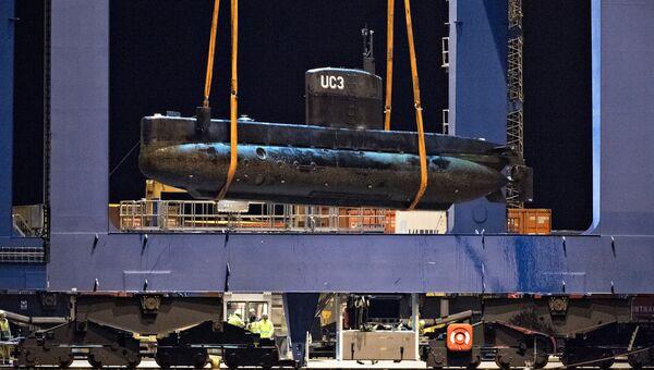 Операция по подъему затонувшей частной подлодки Nautilus в порту Копенгагена. Архивное фото