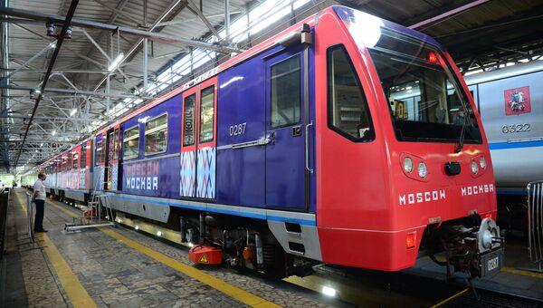 Тематический поезд метро Москва-870, запущенного в честь 870-летнего юбилея Москвы