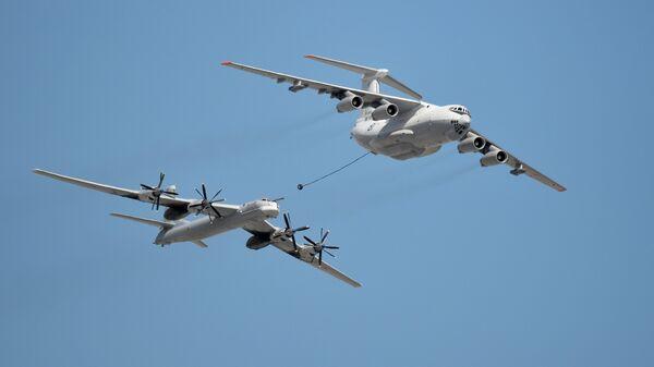 Самолёт-заправщик Ил-78 и стратегический бомбардировщик-ракетоносец Ту-95МС