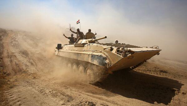 Служащие иракской армии на подступах к городу Тал-Афар к западу от Мосула. Архивное фото