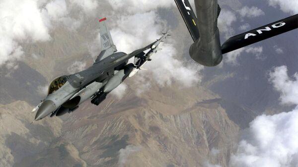 Самолет специального подразделения США Дикие ласки над авиабазой Мисава в Японии