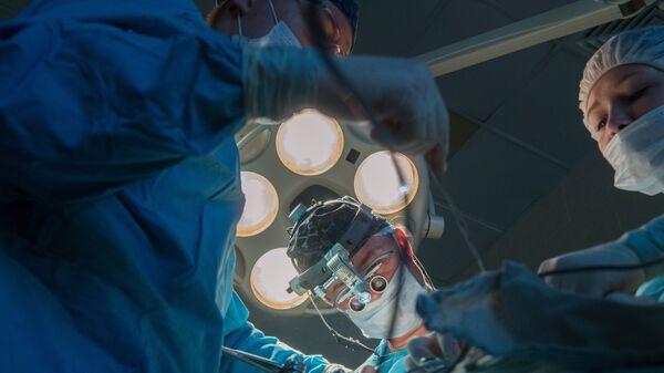 Операция в клинике