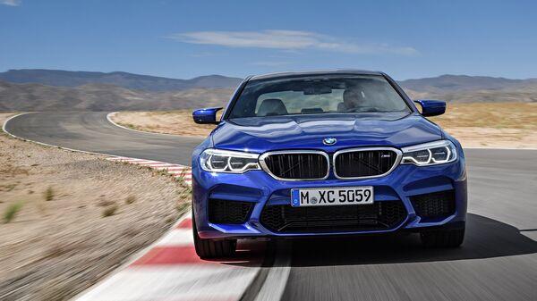 Автомобиль BMW M5. Архивное фото