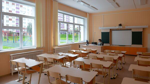Учитель в классе. Архивное фото