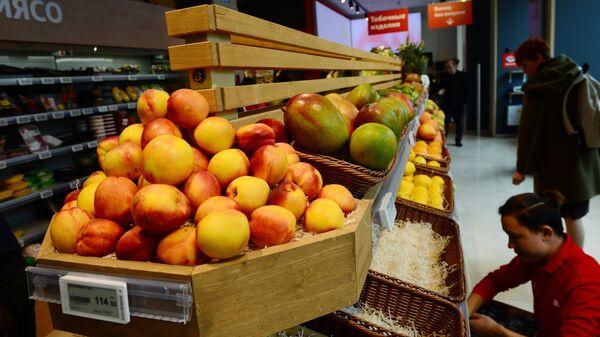 Торговый зал супермаркета Мой Ашан, открывшегося на Тверской улице в Москве