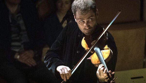 Скрипач Дмитрий Коган во время выступления. Архивное фото