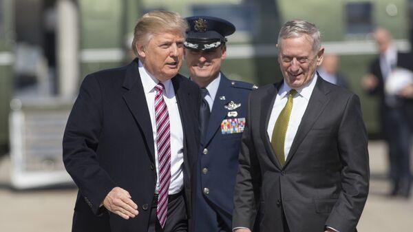 Министр обороны США Джеймс Мэттис и президент США Дональд Трамп. Архивное фото