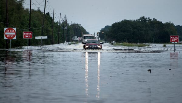 Затопленная дорога, ведущая к химическому заводу Arkema в Техасе
