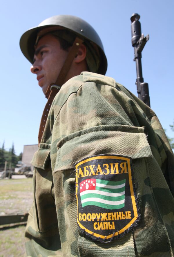 Военнослужащий артиллеристско-зенитного полка вооруженных сил Абхазии