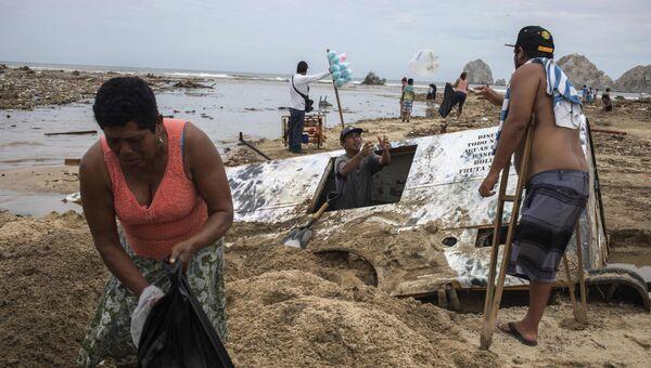 Последствия урагана Лидия в Лос-Кабосе штат Баха-Калифорния в Мексике. 2 сентября 2017