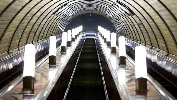 Эскалатор в московском метро. Архивное фото
