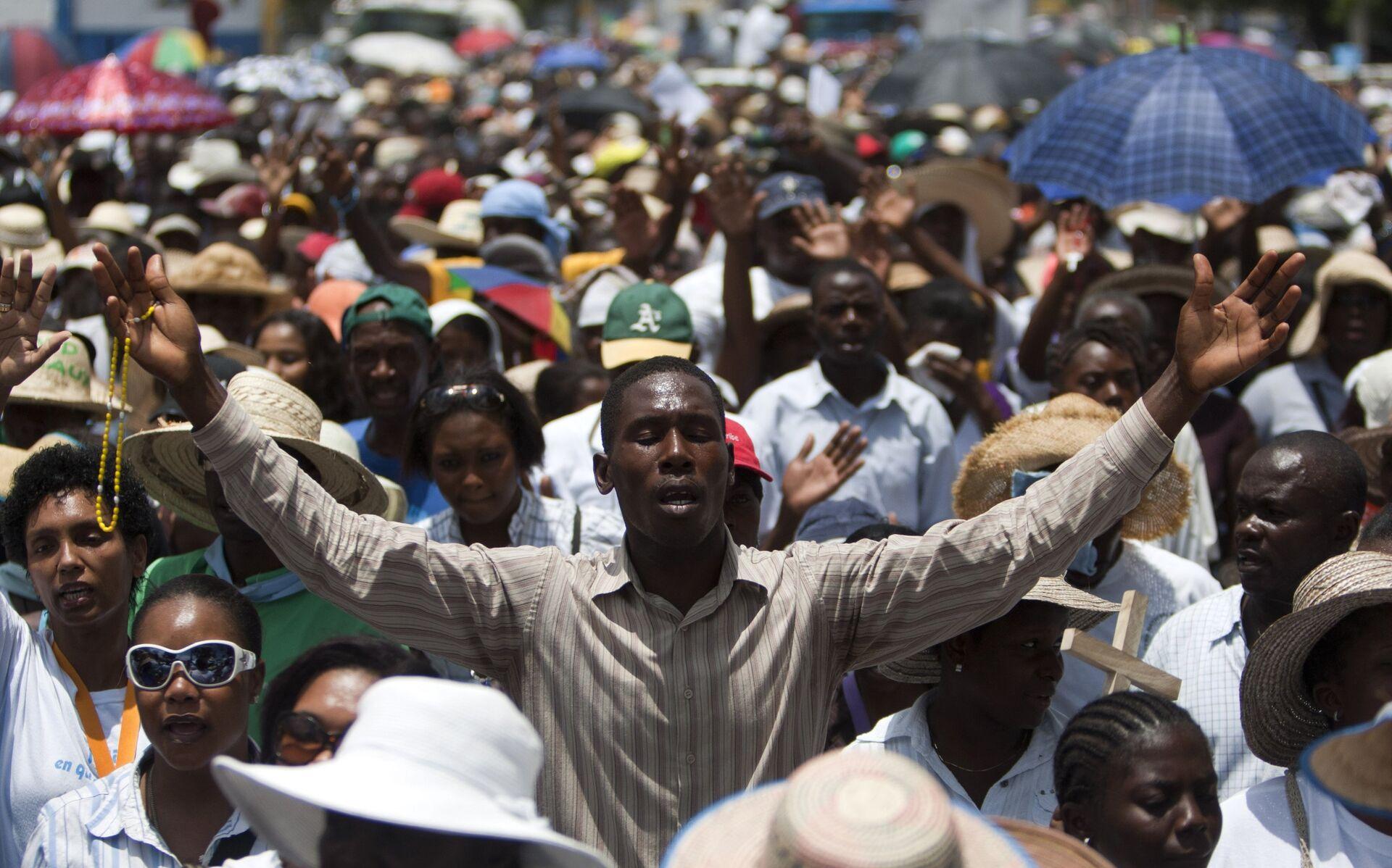 Празднование католической Страстной пятницы в Гаити. 2014 год - РИА Новости, 1920, 13.04.2021